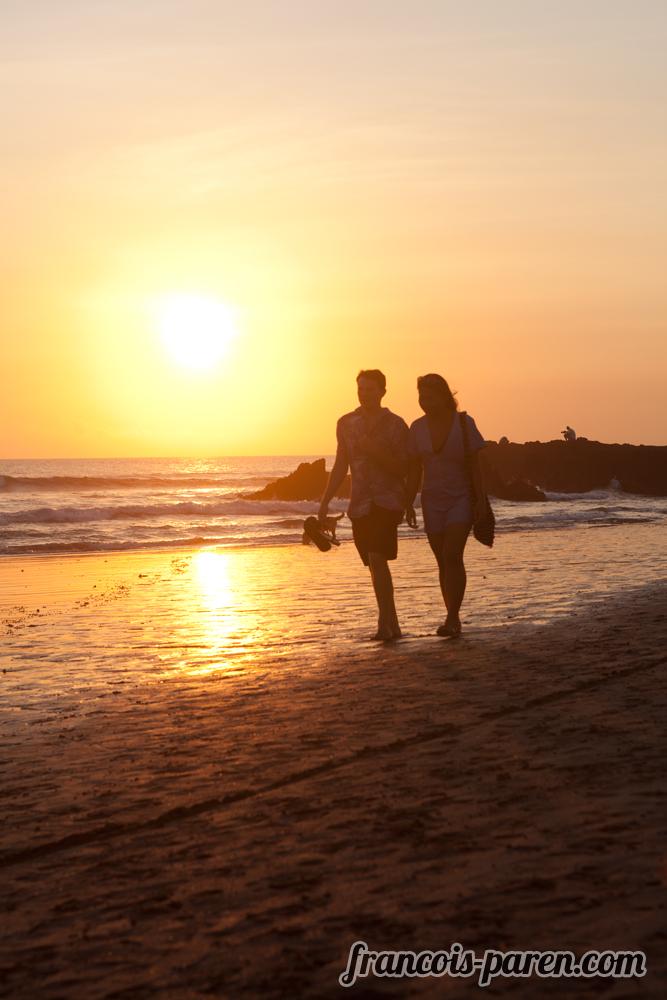 couple couché de soleil plage de Canggu